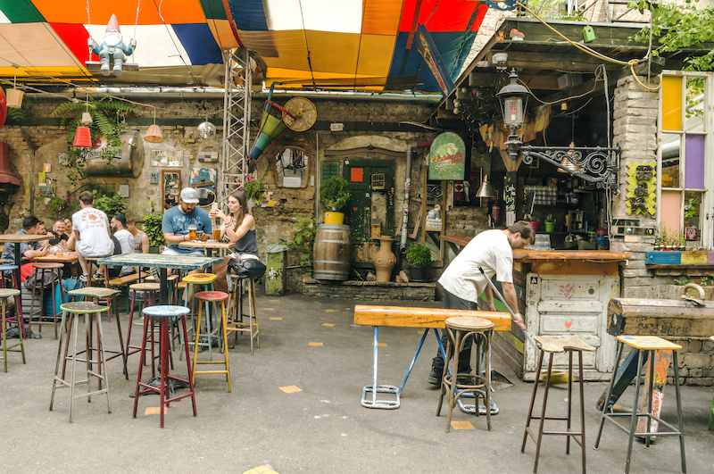 Pub in rovina Szimpla Budapest